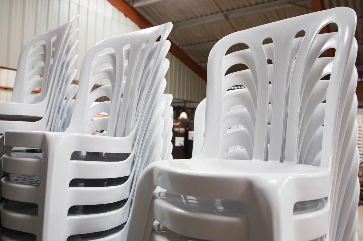 location chaises reception tente de reception location. Black Bedroom Furniture Sets. Home Design Ideas